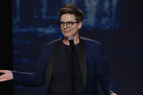Why Hannah Gadsby's Nanette has upended comedy for good - Vox