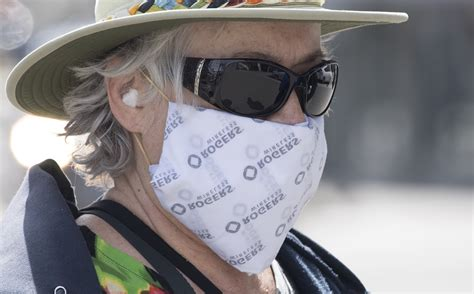 Non-medical face masks could help slow spread of COVID-19