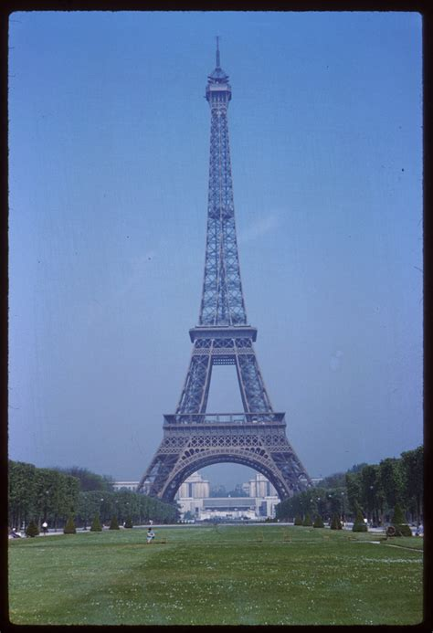 24 Color Photographs of Paris From May 1960: The Cushman