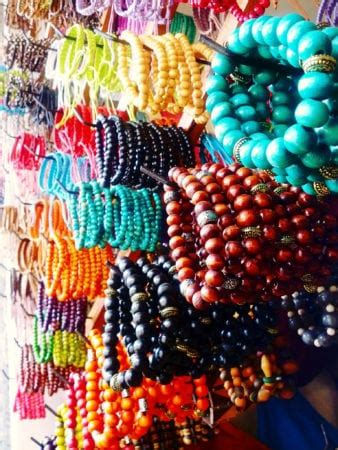 Christmas souvenir shopping in Bali: what presents to buy?