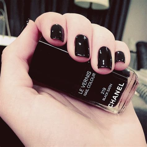 Kendall Jenner Black Nails | Steal Her Style